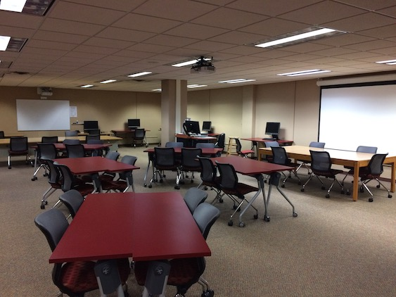 Library classroom L1105 showing movable desks and computers